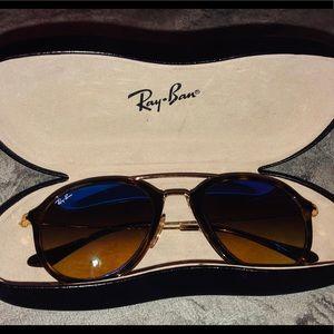 Ray-Ban Mirrored Sunglasses